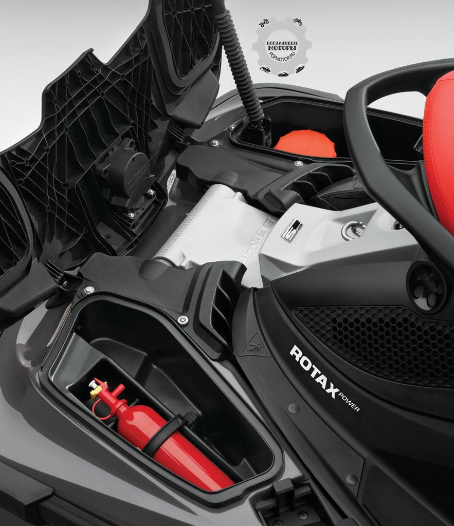 Аксессуаров и наворотов на Sea-Doo GTS Limtied iS 260 предостаточно, но вот вместимость багажных отделений не поражает– всего 62 литра.