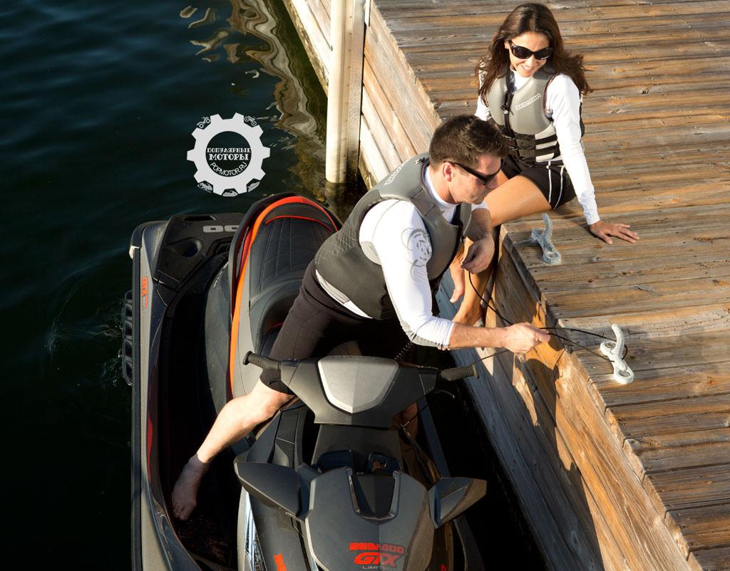 Специальные выдвижные приспособления значительно облегчают швартовку с доком.