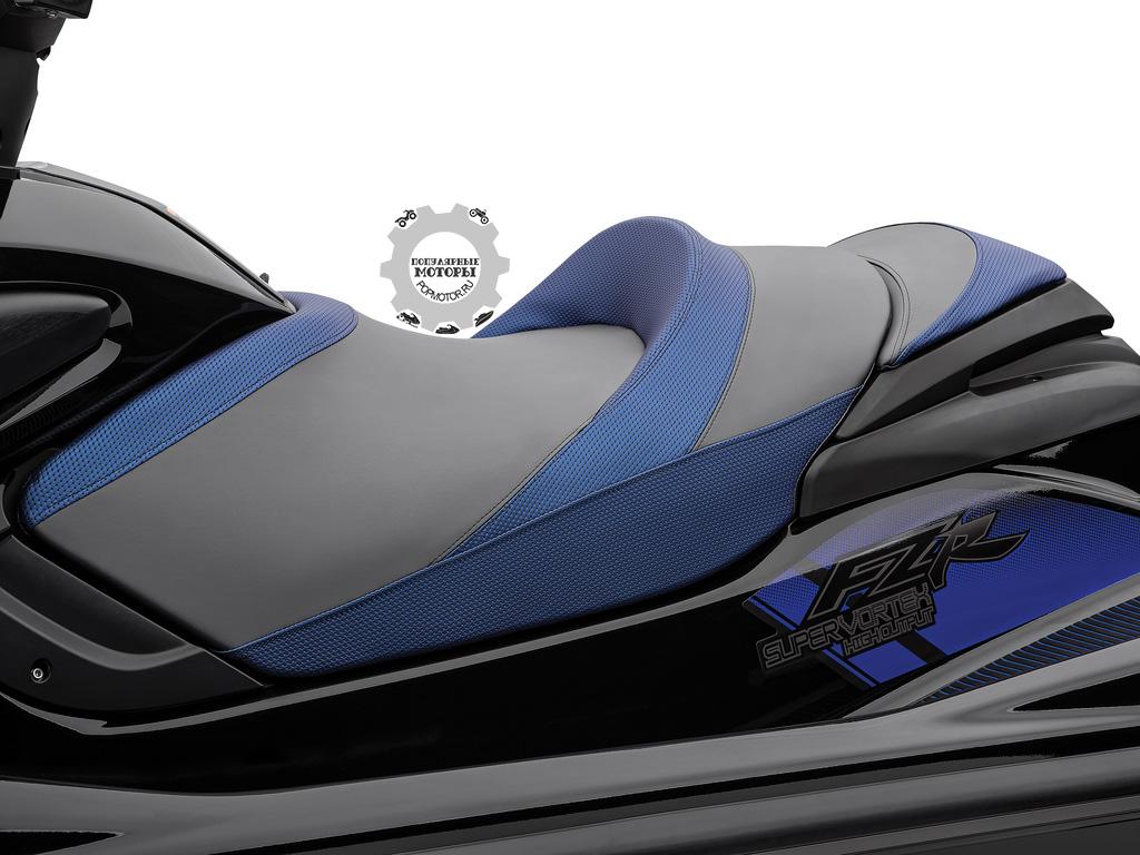 Yamaha выбрали более традиционную форму сиденья.