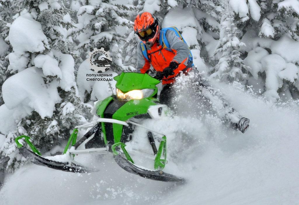 Уменьшенный вес и перемещённая задняя подвеска делают M8000 Sno Pro и Limited самым доработанным снегоходом.