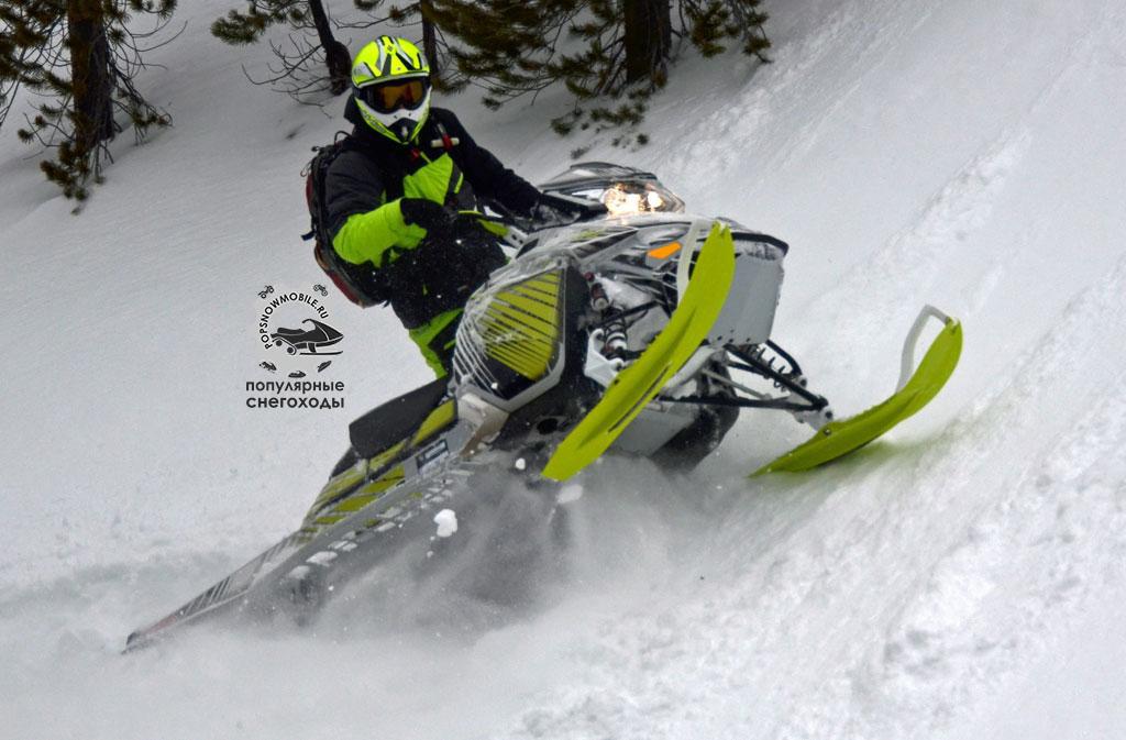Ski-Doo Freeride 154 и 146 – проворные, гибкие и крепкие машины на шасси XM RS. Гусеницы FlexEdge шириной 16 дюймов обеспечивают шикарную проходимость.