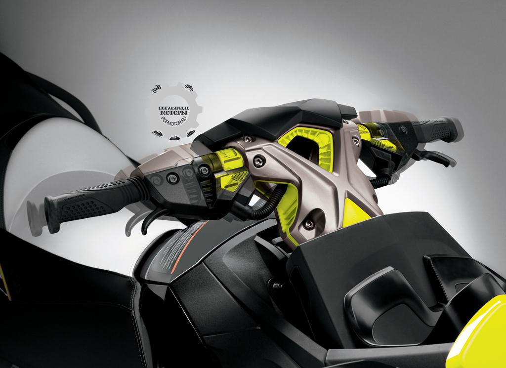 Этот самый красивый в индустрии руль позволяет также регулировать его ширину.