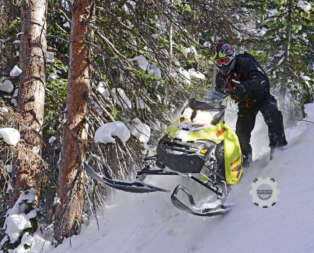Удлинённая гусеница и переработанная конструкция подвески помогают Summit на глубоком снегу.