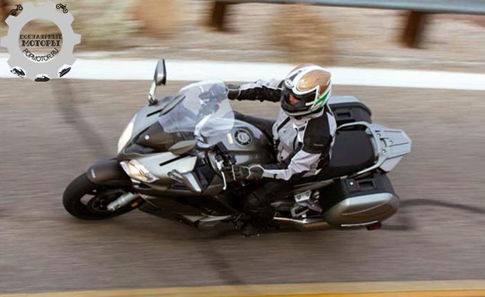 Фото мотоцикла Yamaha FJR1300 - 10 лучших туристических мотоциклов