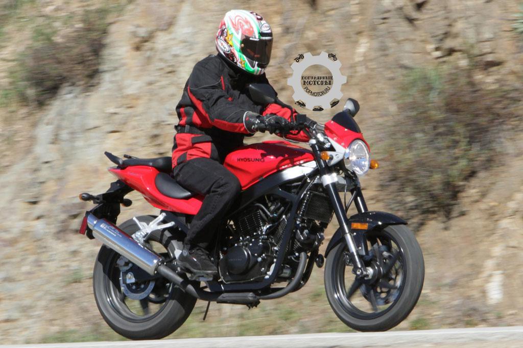 Фото Hyosung GT250R - 10 самых дешёвых уличных мотоциклов 2014 года