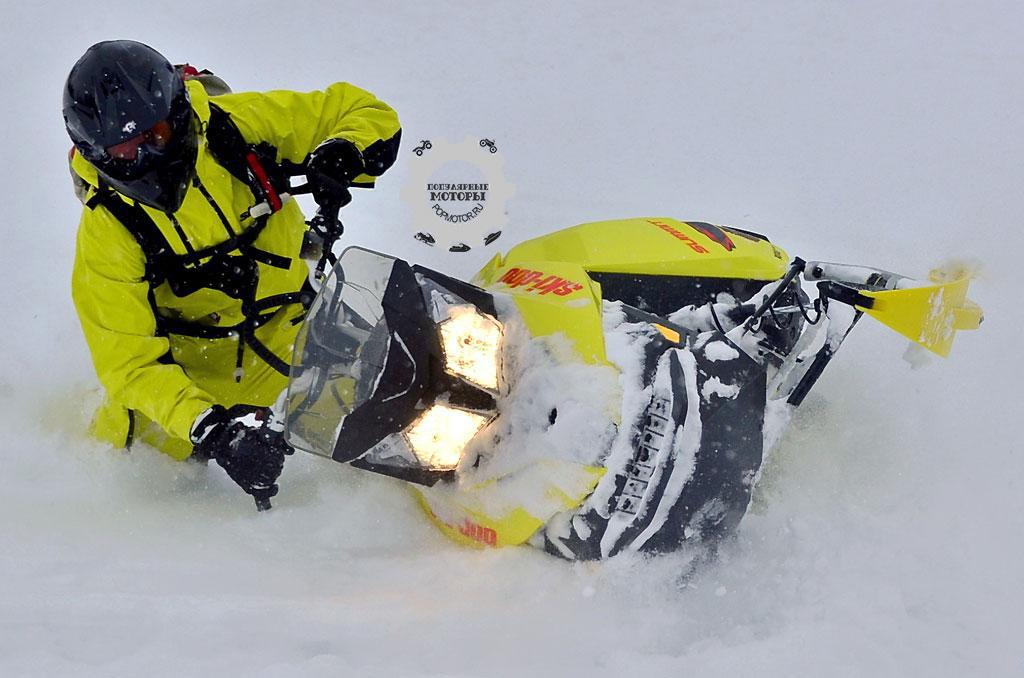 Пускаться на T3 в такие резкие манёвры легко, особенно на очень глубоком снегу. Обратите внимание на отличное положение рук и тела.
