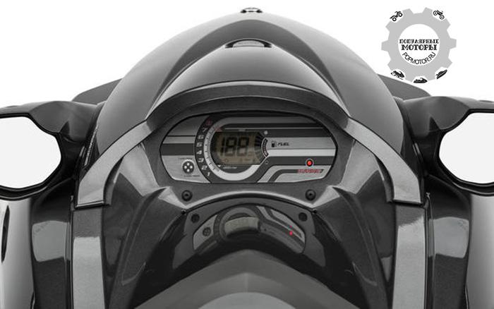 Приборная панель на Yamaha VX Sport довольно скромная.