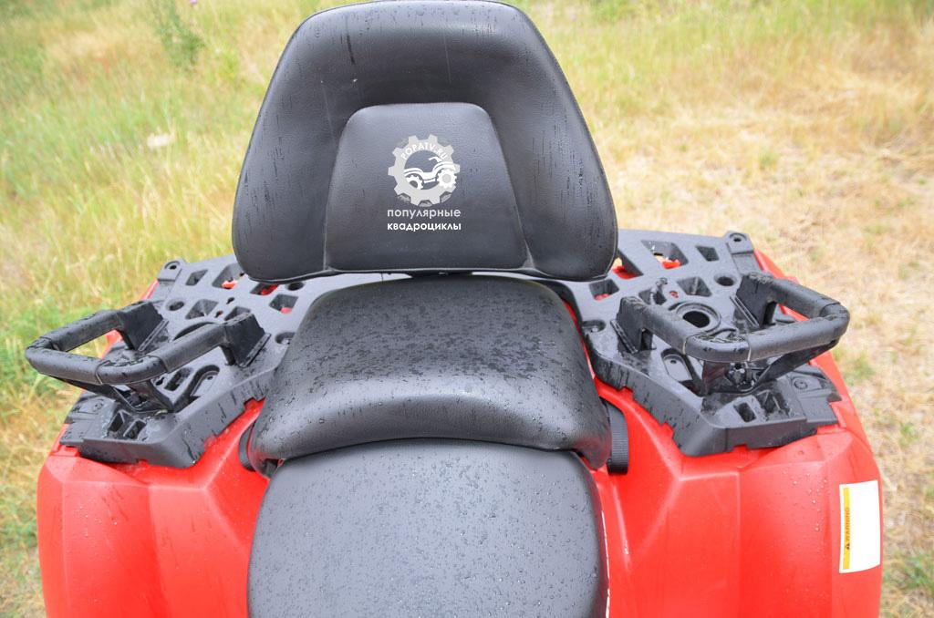 Участники теста решили, что на обоих квадроциклах пассажирские сиденья хороши.