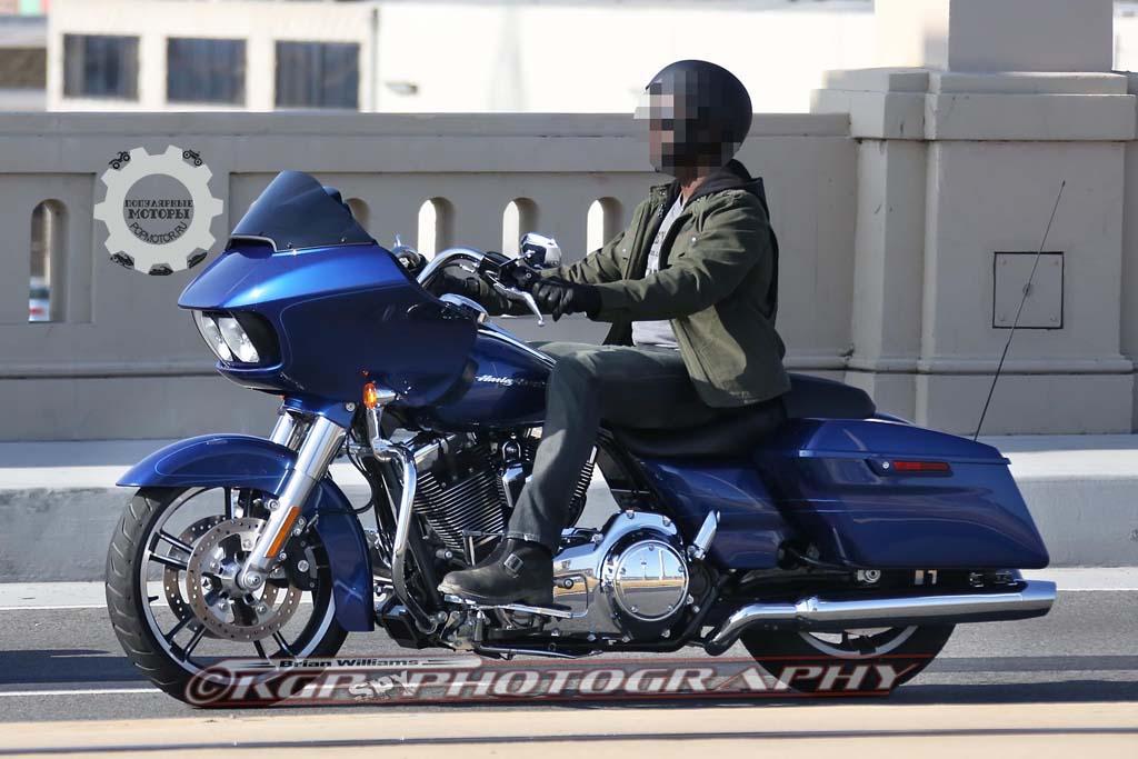 Замечен мотоцикл Harley-Davidson Road Glide 2015 года