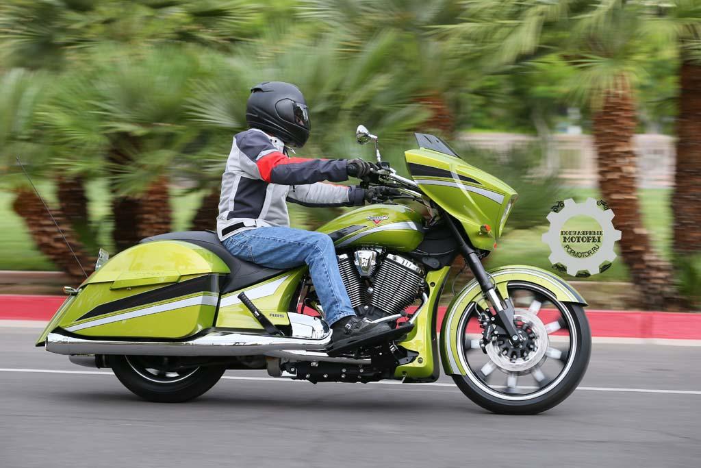 Фото мотоцикла Victory Magnum 2015
