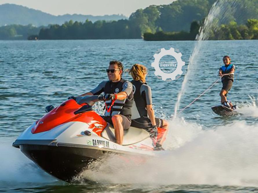 V1 Sport оборудован ступенькой для выхода из воды и механической системой реверса Yamaha.
