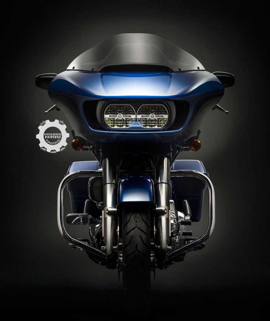 «Новая модель сделала большой шаг вперёд в плане аэродинамики, комфорта и эргономики, получив светодиодные фары и полный комплект особенностей проекта Rushmore, которые стали так популярны среди водителей туреров по всему миру», — сказал Майкл Гоче (Michael Goche), менеджер по планированию продукции в Harley-Davidson.