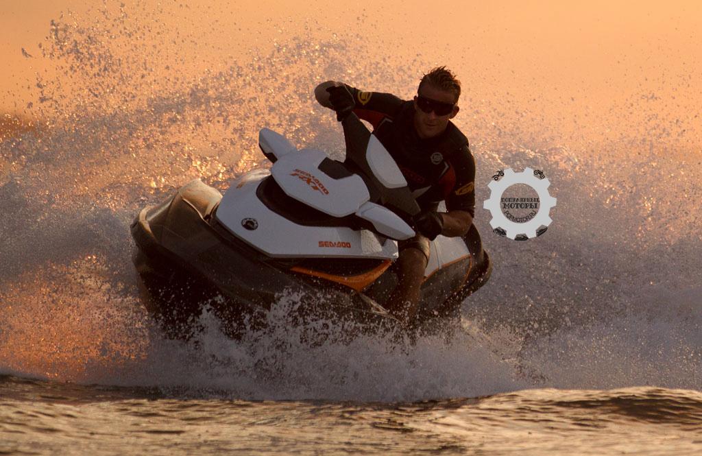 Фото гидроцикла Sea-Doo RXT 260 2014 - поворот