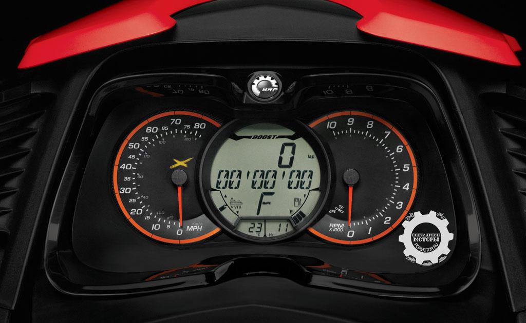 К приборной панели BRP добавили секундомер — подходящая вещь для гидроцикла такого класса.