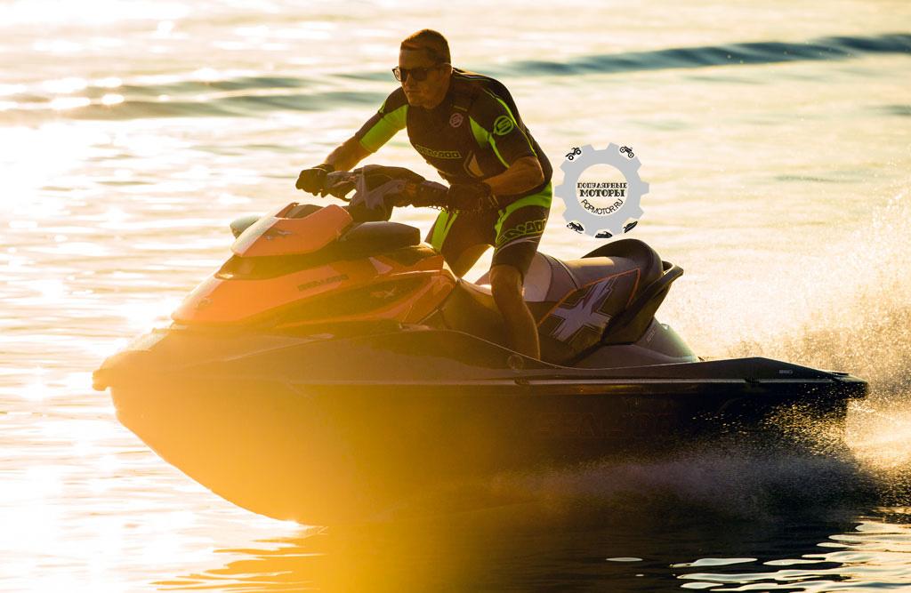 Фото гидроцикла Sea-Doo RXT-X 260 2014 - стоя
