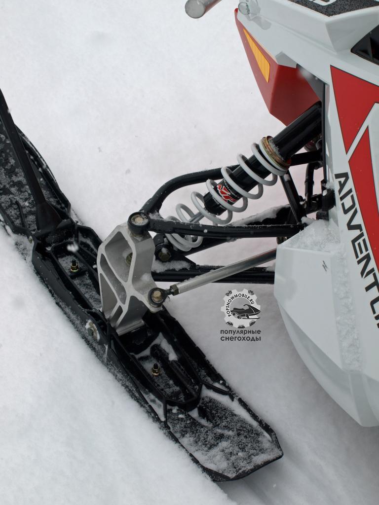 Передняя подвеска Pro-Ride у Indy Adventure оснащена пластиковыми лыжами Pro-Steer и амортизаторами RydeFX MPV, контролирующими ход в 7.1 дюйма.