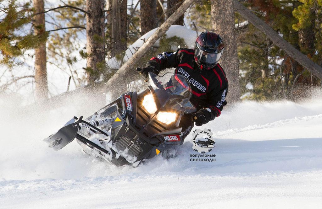 Универсальность Polaris Switchback включает в себя его любовь раскидывать снег на пересечённой местности.