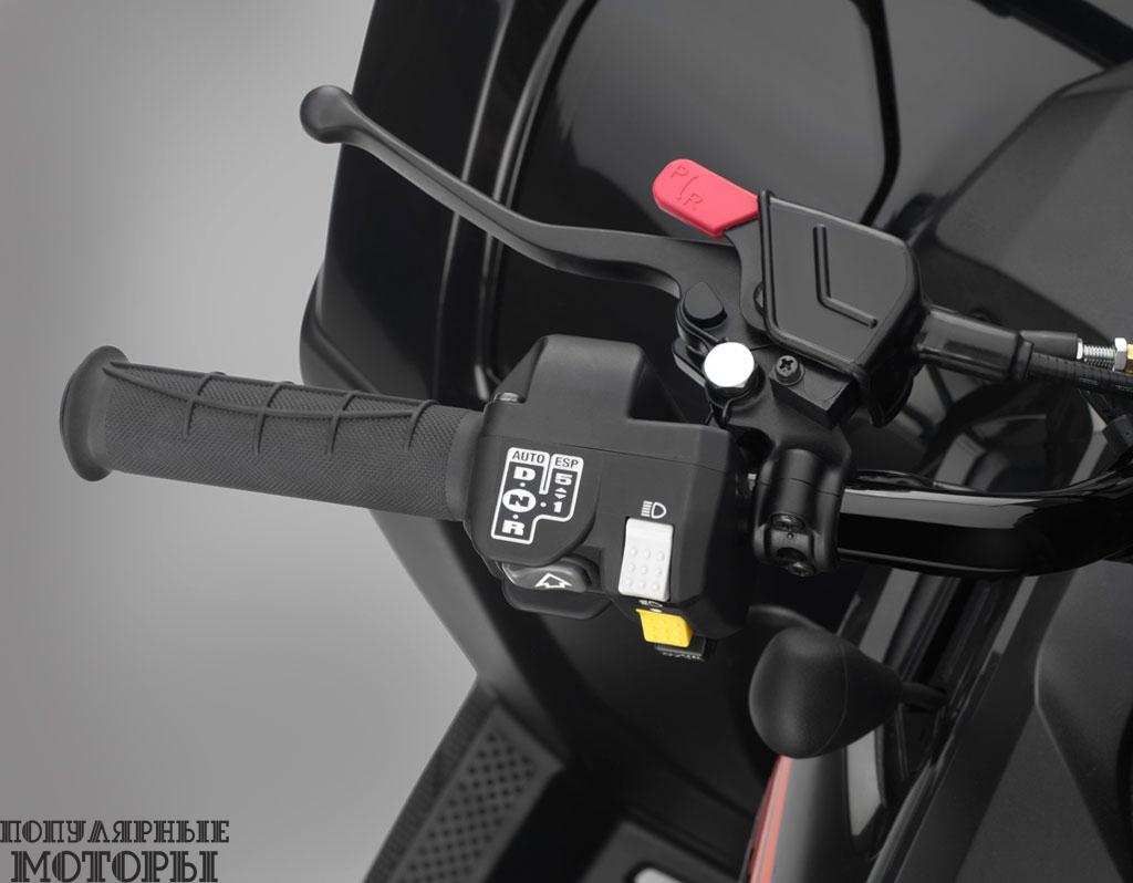 Покупатель Honda Foreman Rubicon 2015 может выбрать между ручным или автоматическим переключением передач.