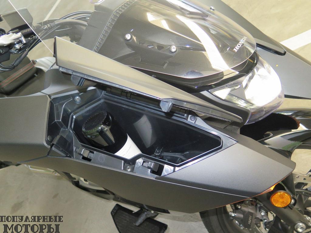 Фото Honda NM4 2015 - переднии бардачок