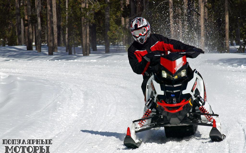 Каждая часть Pro-X 2015, включая сиденье AXYS, участвует в создании завязанной вокруг водителя схемы управления, а увеличенная высота посадки снегохода способствует эффективному прохождению выбоин и ухабов на большой скорости, нежели ловкости на поворотах.