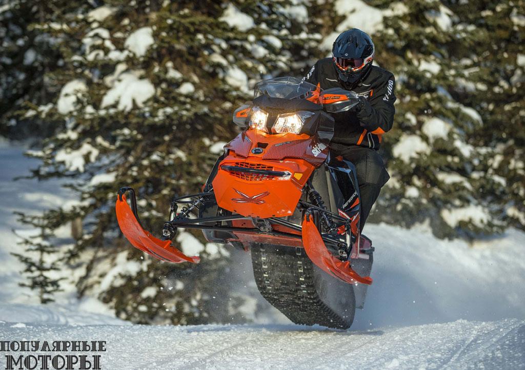 Рассчитанный на большие кочки и крутые повороты Ski-Doo Renegade X оснащён газонаполненными алюминиевыми амортизаторами премиум-класса на передней подвеске RAS2.