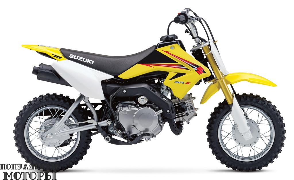 Suzuki DR-Z70 2015 будет продолжать привлекать молодёжь попробовать радость катания по пересечённой местности.