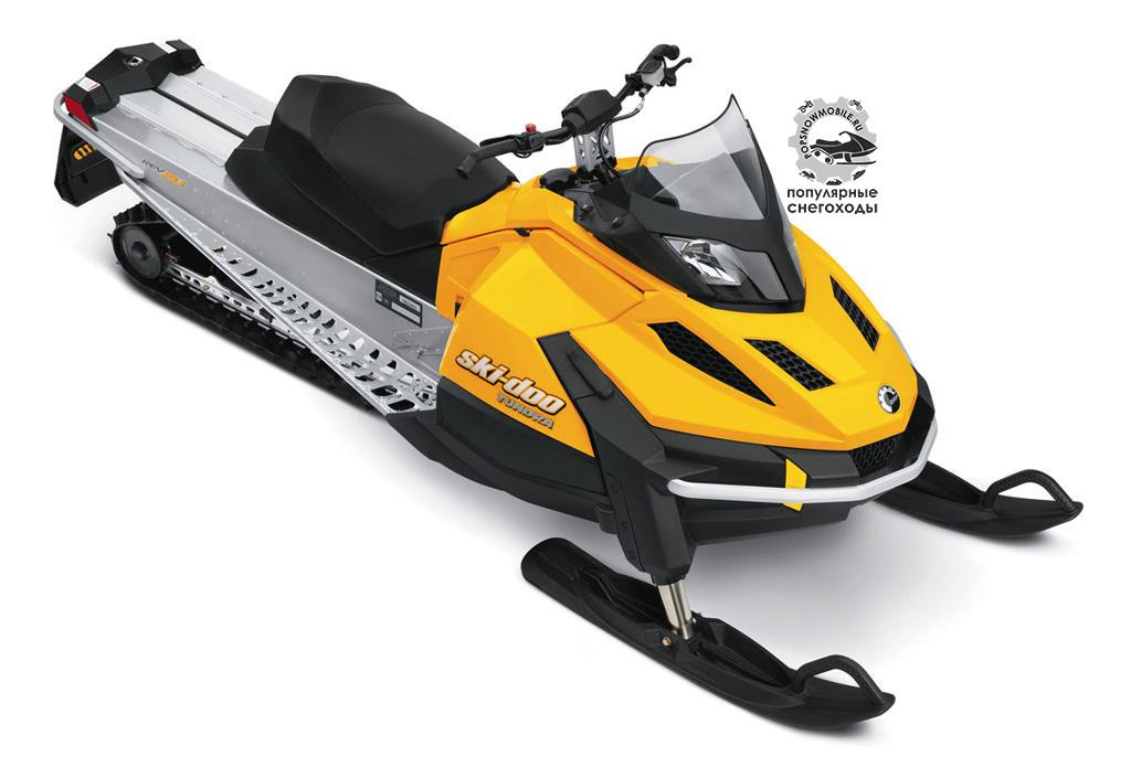 Ski-Doo Tundra с надёжным 2-цилиндровым мотором Rotax на 550 «кубиков», довольно-таки длинным траком и рулём на телескопической стойке будет отличным вариантом для смелого новичка.