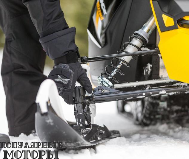 Инновационные регулируемые лыжи Ski-Doo Pilot DS позволят вам настраивать положение карбида для большей цепкости на снегу.