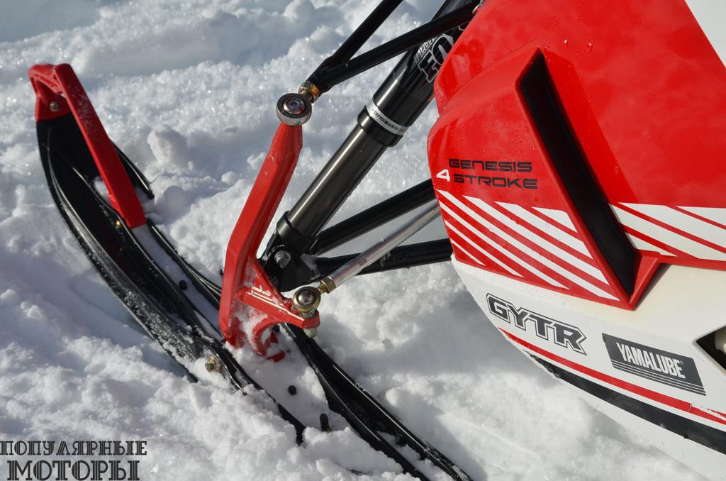 Стреловидные шпиндели упрощают вождение моделей Viper на глубоком снегу. Даже с амортизаторами с койловерами A-образные рычаги не теряют контроль над ситуацией и делают M-TX быстрым и управляемым снегоходом.