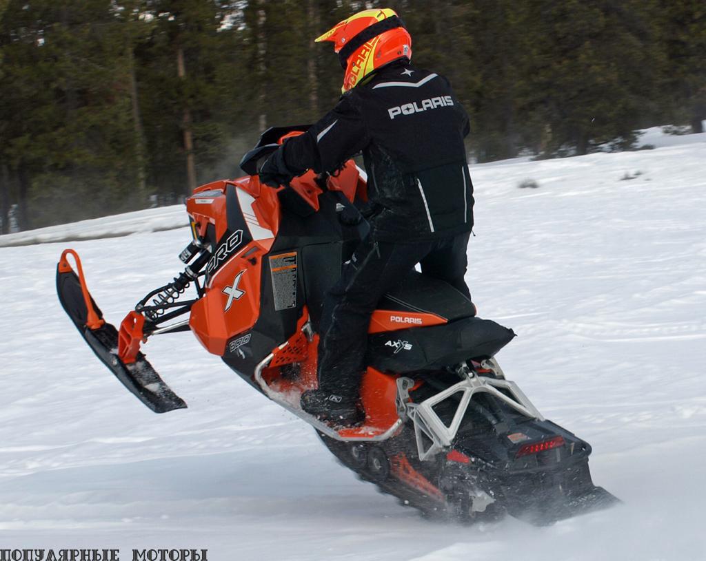 Благодаря отличной приёмистости и удельной мощности 800-кубового двухцилиндрового движка снегоход 800 Rush Pro-X буквально подпрыгивает, если резко выжать рычаг дросселя до упора.