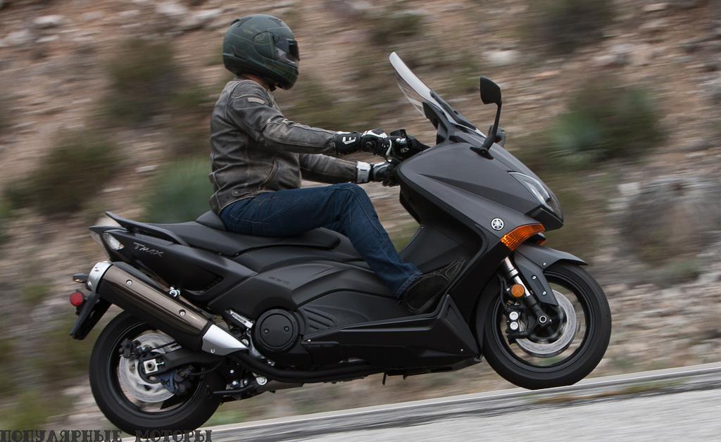Удобная водительская посадка, шустрый двигатель и отличная управляемость – и всё это в скутере.