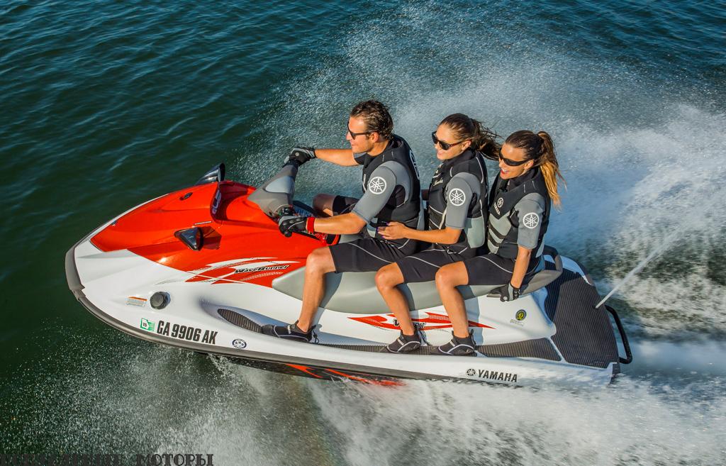 Со 110-сильным двигателем, корпусом из стекловолокна и возможностью перевозить трёх взрослых пассажиров Yamaha V1 Sport заставит крепко задуматься покупателей, выбирающих гидроцикл начального уровня.