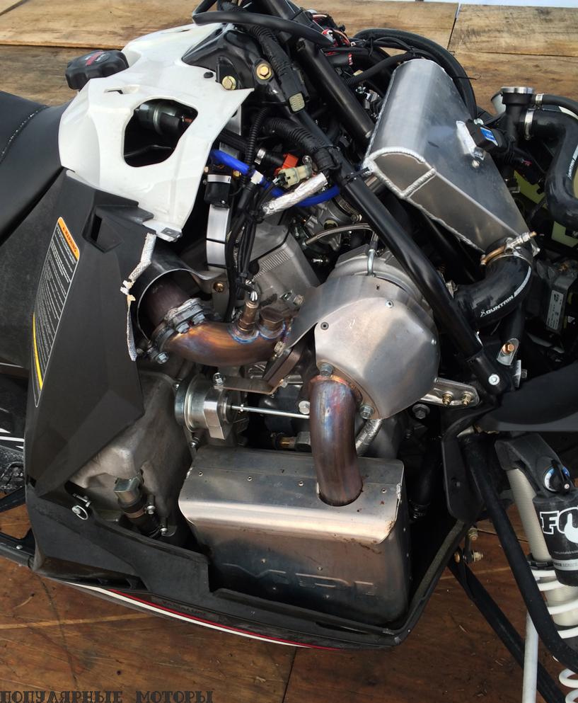 Система турбонаддува MPI/Yamaha аккуратно помещается под кузовом Viper, никак не выдавая в снегоходе зверя со 180 лошадиными силами под капотом.
