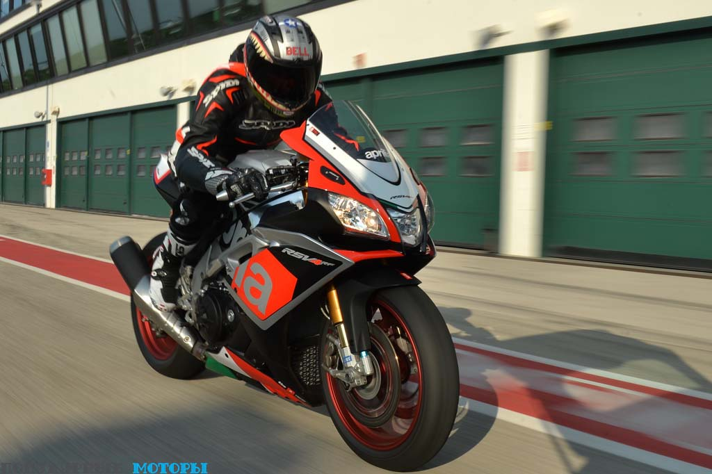 В отличие от модели Factory версия RF выпускается ограниченным тиражом — всего 500 мотоциклов по всему миру (номер X/500 нанесён на траверсу каждого мотоцикла).
