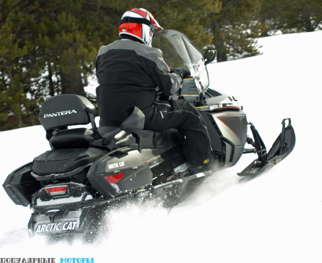 Pantera 7000 XT Limited на удивление резво стартует и легко управляется на снегу, как и лучшие туристические снегоходы.