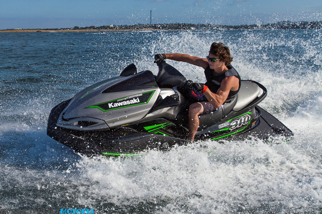Фото Kawasaki Jet Ski Ultra 310X 2015 - брызги