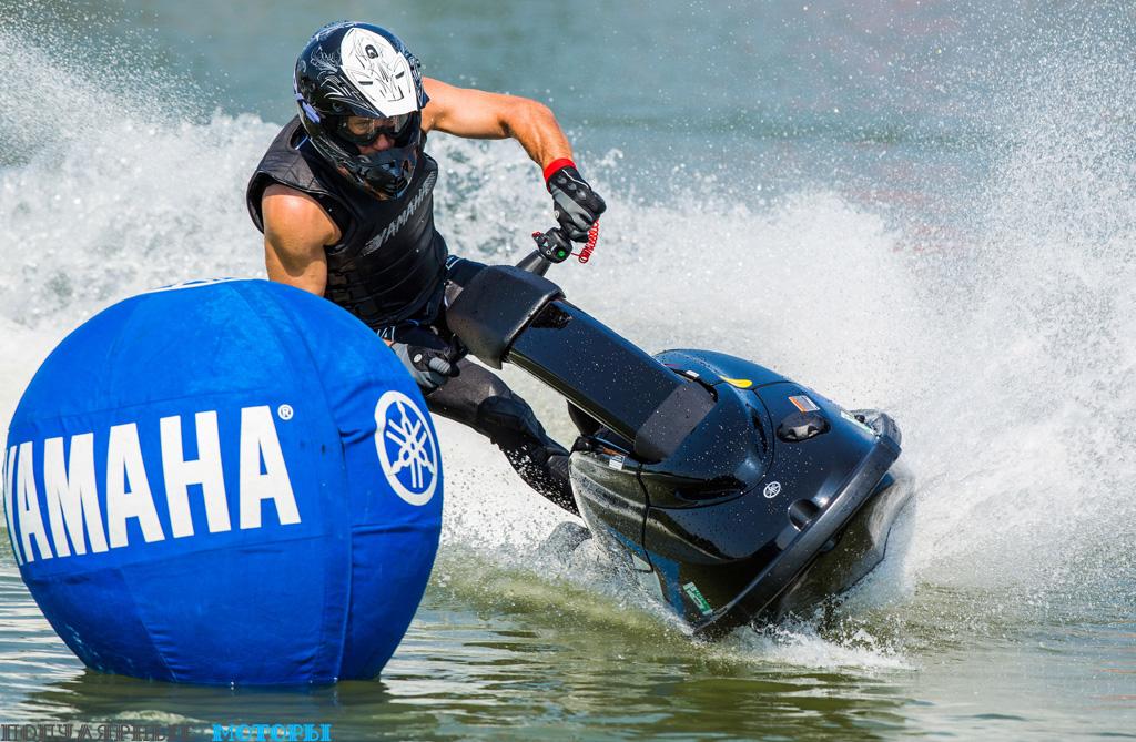 Фото Yamaha SuperJet 2015 — прохождение поворота