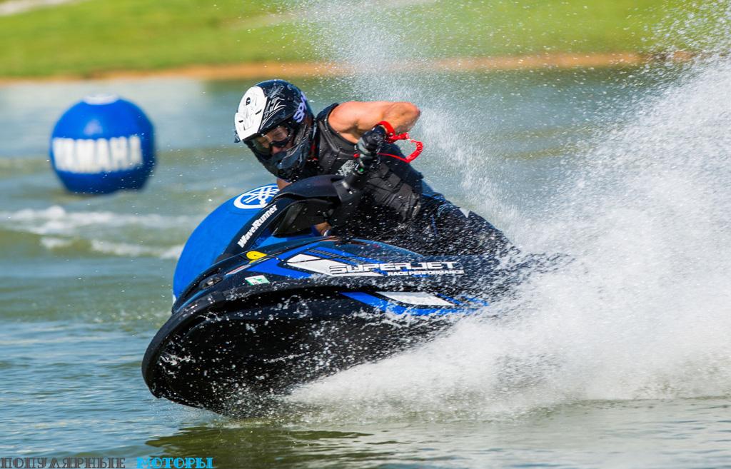 SuperJet — идеальный инструмент для увлекательных гонок.