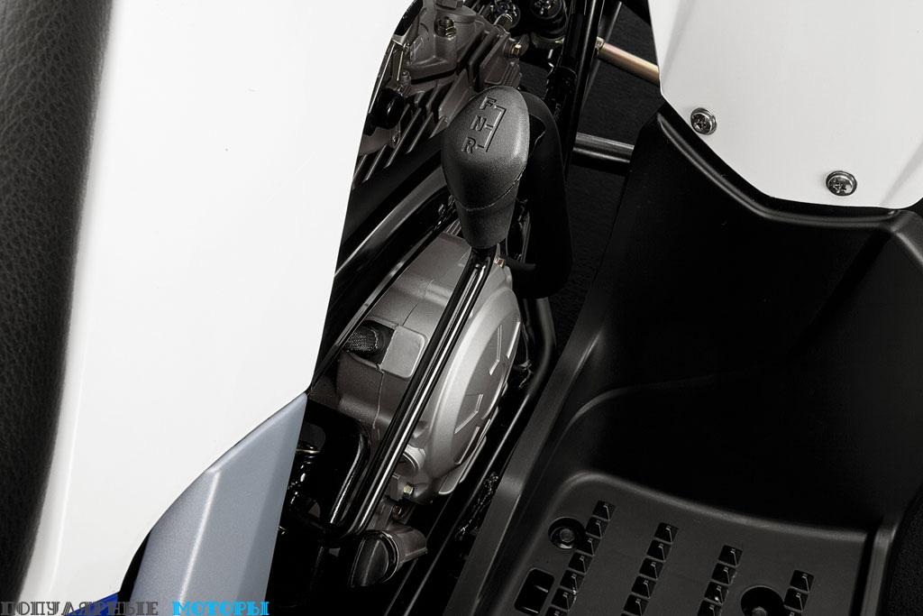 Фото Yamaha Raptor 90 2016 рычаг передач — фото анонса Yamaha Raptor 90 2016