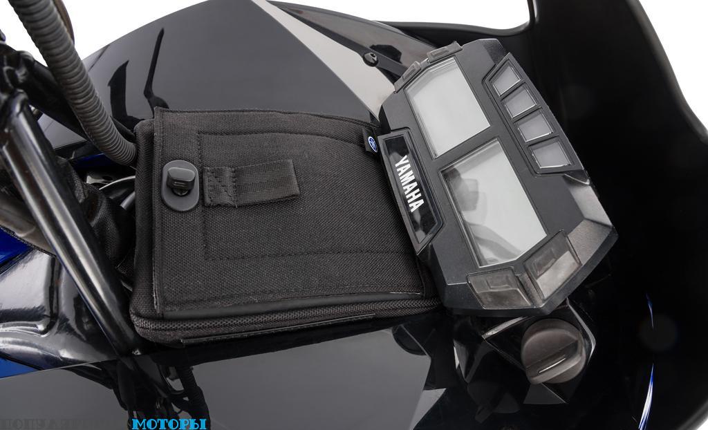В обогреваемой сумочке за ветровым стеклом всегда можно возить запасную пару перчаток или очков.